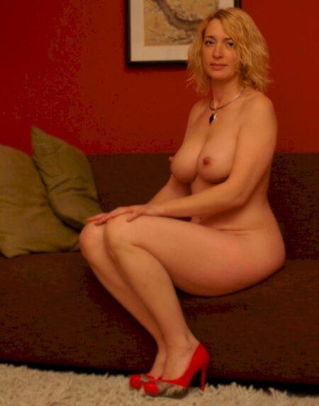Cougar sexy recherche son libertin pour un plan baise