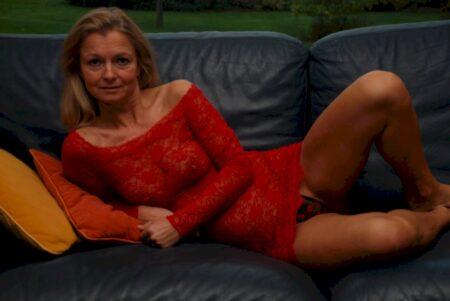 Femme infidèle soumise pour homme qui aime soumettre de temps à autre libre