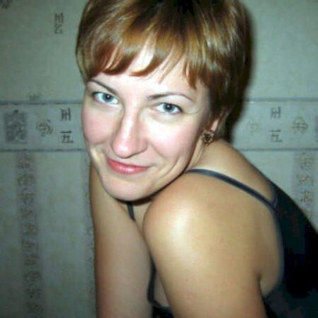 Femme sexy docile pour coquin qui apprécie la domination